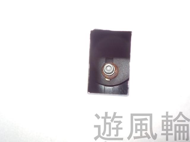 カウルから見える光軸調整用のボルト